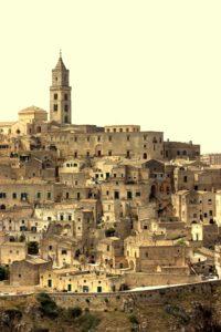 grotwoningen matera  een van de vele dorpjes net niet meer in Puglia