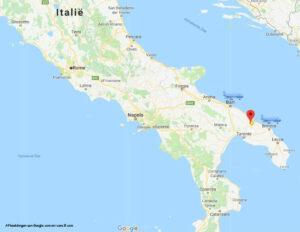 kaart van de laars en de vliegvelden van Puglia. om uw vakantie bestemming te bereiken.
