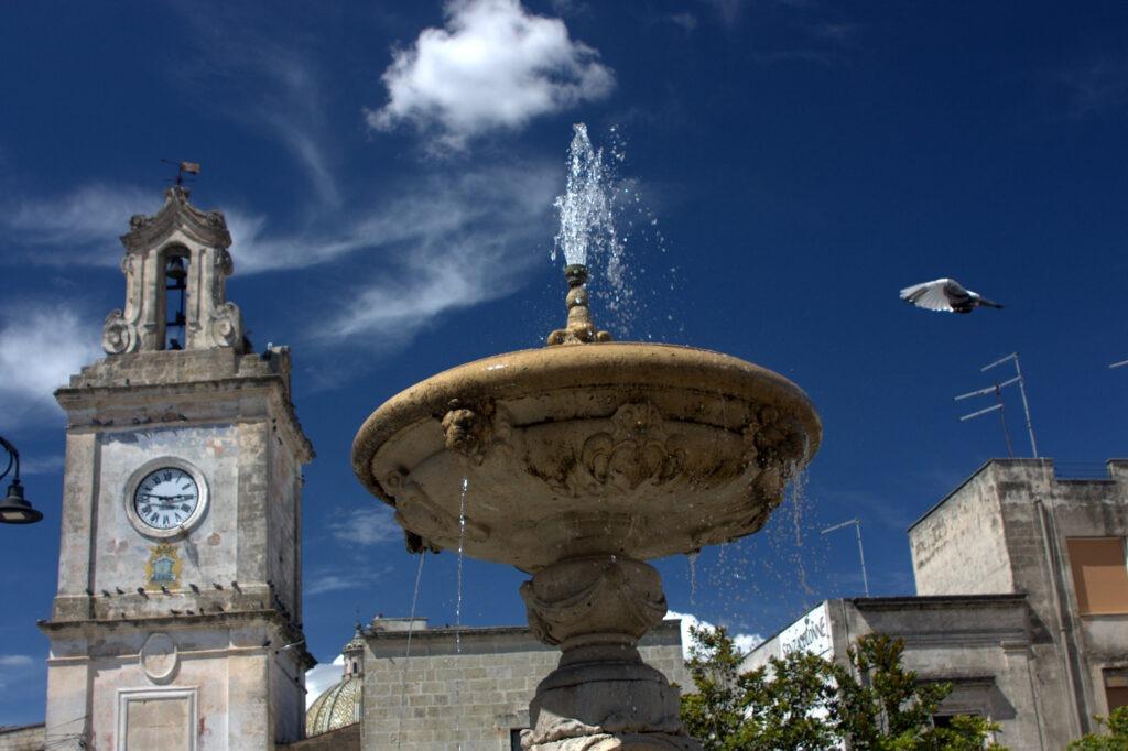 fontein met drinkende duiven